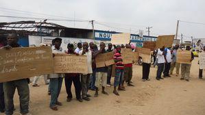 Douala--25-fevrier-2014.-Des-ex-employes-de-Gandour-brand.jpg