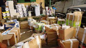 Douala-11-janvier-2013.-Des-livres-contrefaits-entasses-de.jpg