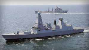 HMS-Daring-photo3-Royal-Navy.jpg