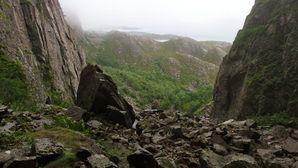 0476-la montagne Torghatten-vue à travers le trou coté mo
