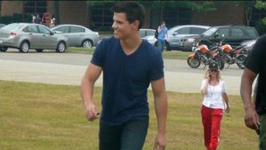 taylor lautner surprise fan at pittsburgh