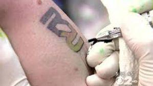 le-logo-de-rapid-realty-tatoue-sur-un-des-employes-de-l-age.jpg