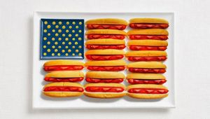 13united-states-flag-made-from-food-600x340.jpg
