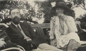 Virginia-Woolf-looking-impossibly-glamorous-with-Lytton-Str.jpg