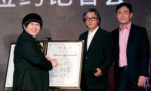 Lin-Yu-Chun-signs-record--006.jpg