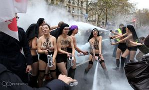 femen-paris-agression-manifestation-1-653x398.jpg