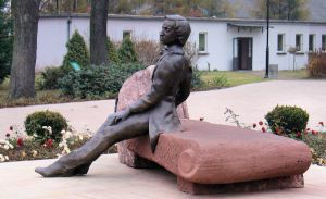 Zychlin-monument-Chopin.jpg