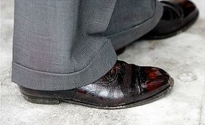 prince-charles-chaussures.jpg