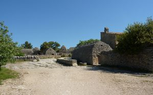 Gordes---Village-des-Bories-1--1694-x-1047-.jpg