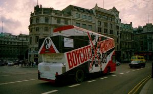 800px-Boycott Apartheid Bus, Lonodn, UK. 1989