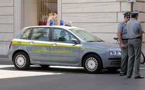 800px-guardia.di.finanza.car.arp.jpg