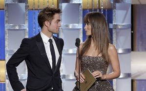Robert Pattinson - Golden Globes Presenting Award 6
