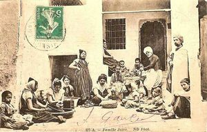 800px-Famille_juive_Tunisie.jpg