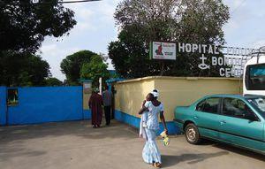 Douala--03-avril-2014.-Une-vue-de-l-entree-de-l-hopital-p.jpg