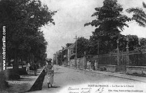 cartes-postales-photo-La-Rue-de-la-Liberte-FORT-DE-FRANCE-9