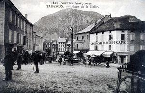 Tarascon place de la Halle