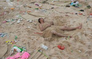 dirty_beaches_in_china_07.jpg