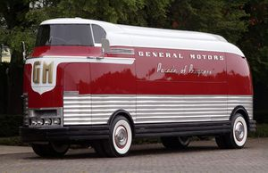 Dream_Wheels_1953_gm_futurliner.jpg
