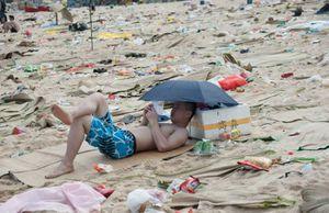 dirty_beaches_in_china_08.jpg