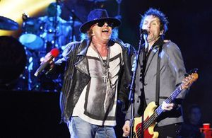 ad-vocalist-of-Guns-N-Roses-with-bass-guitarist-Tommy-Stins.jpg