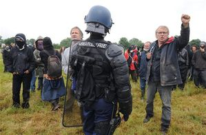 le-projet-de-notre-dame-des-landes-suscite-une-vive-opposit