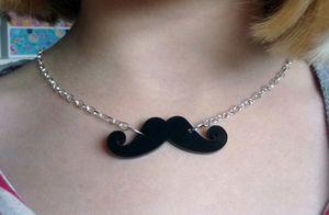 moustache collier 4