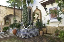 alameda-Patio-mausoleo.jpg