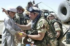 afghanistan-contingente-italiano-distribuisce-medi-copia-4.jpg