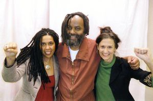 MUMIA souriant