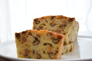 cacke chèvre noix raisins (6)
