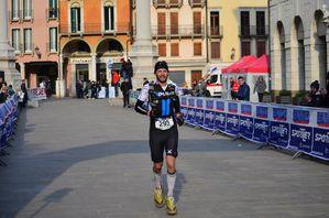 Ultrabericus Trail 2013 (3^ ed.). Come previsto dalle 15.30 si sono succeduti gli arrivi. Tra gli uomini. il vincitore è Andrea Moretton (La Fuma Team)