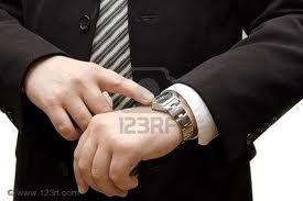 Regarder-sa-montre-6.jpg