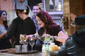 2-Broke-Girls-Season-3-Episode-8-And-The--It--Hole-5.jpg