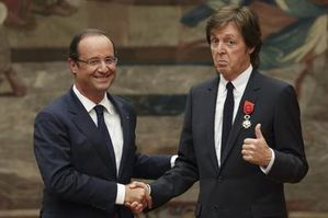 Francois-Hollande-beatles.jpg