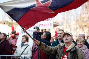 1353167908-antiausterity-protests-underway-in-slovenia_1606.jpg
