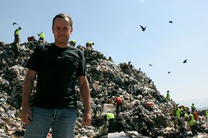 Vik-Muniz-Waste-land.jpg