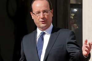 hollande-cravate-de-travers-copie-1.jpg