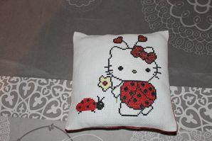 Hello-Kitty-coccinelle-par-Anne-Laure.jpg