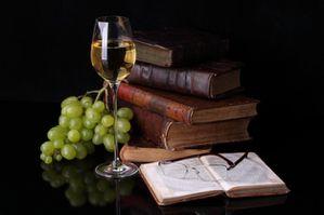 raisins-verre-des-piles-de-livres-de-fruits_3205884.jpg