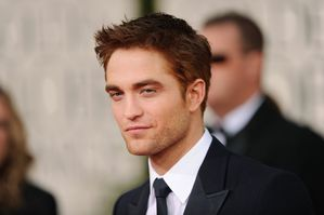 Robert Pattinson - Golden Globes Red Carpet 4
