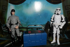 Collection n°182: janosolo kenner hasbro - Page 2 Imperial-Scanning-Crew-Stormtrooper-TK-421-and-Imperial-Tec