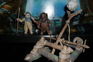 Collection n°182: janosolo kenner hasbro - Page 2 Ewok-Assault-Catapult-with-Chubbray-and-Stemzee