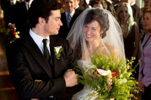 smallville finale recap clark and lois have touching weddi