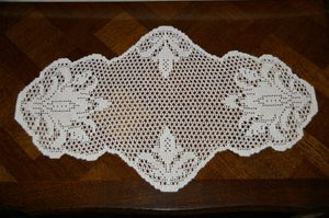 grand napperon ovale au crochet fleurs de lys et cannage tutoriel gratuit le blog de crochet. Black Bedroom Furniture Sets. Home Design Ideas