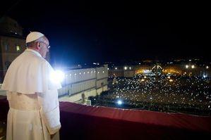 pape françois devant la foule