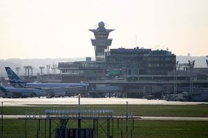 800px-Vue_Orly_Sud_Tour_VORDME_Orly.jpg