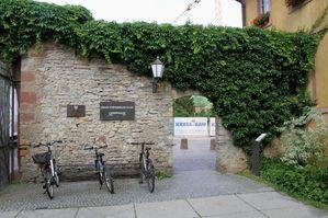 01-Enten-03-Rathaushofmauer.jpg