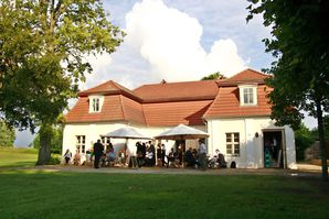 Lindenhaus-Schloss-und-Gut-Liebenberg.jpg