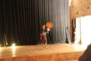 Tenzin-sur-scene-auditorium-de-la-Chaise-Dieu.JPG