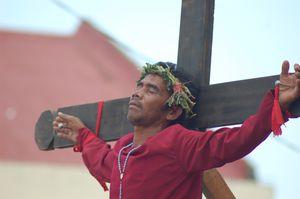 Semaine-sainte---Crucifixions-du-vendredi-saint 0012